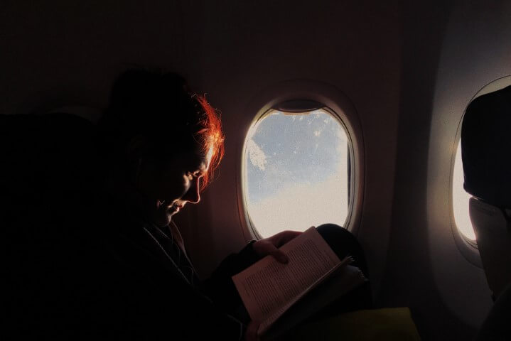 things-to-do-in-a-long-journey-read-books -tripinfi